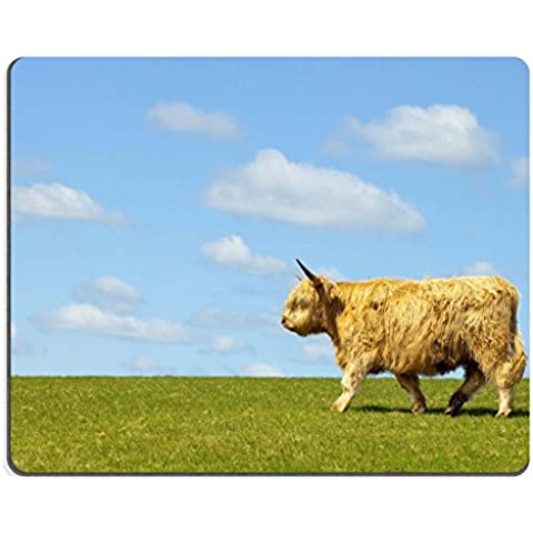MSD-Tappetino per mouse in gomma naturale, gioco foto ID: mucca delle Highlands 6864840 a scatto sulla parte superiore del grassy hill against beautiful blue sky un fondo in primavera