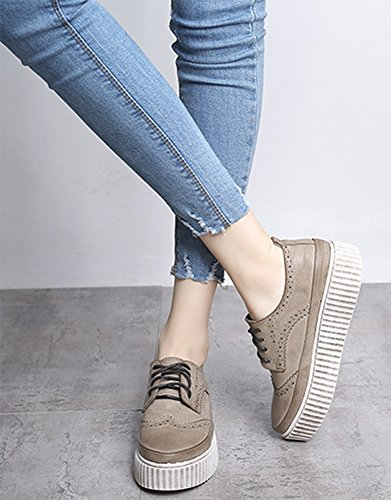 Aisun Damen retro Brogue Durchgängiges Plateau Schnürsenkel Flach Sneakers Braun
