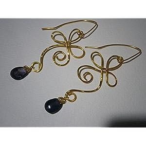 Ohrringe blau Iolith Wassersaphir Tropfen facettiert in wirework vergoldet gehämmert als Geschenk im Etui