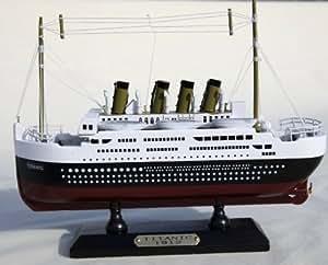 Modèle en bois détaillé du Titanic