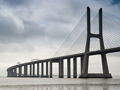 Artland Kunstdruck I Poster Zhenya Kovalyov Marco Polo Brücke, Lissabon Architektur Brücken Fotografie Grau A5LU
