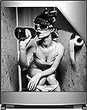 Wallario Magnet für Kühlschrank / Geschirrspüler, magnetisch haftende Folie - 60 x 60 cm, Motiv: Kloparty - Sexy Frau auf Toilette mit Weinflasche