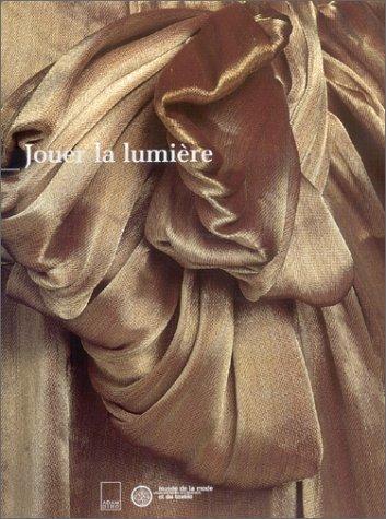 Jouer la lumière : exposition, Musée de la Mode et du Textile, Paris, janvier 2001 à janvier 2002