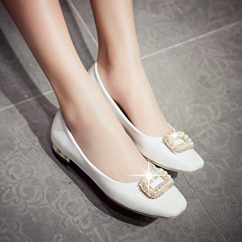 Mee Shoes Damen süß vierkant Geschlossen Niedrig Perle-Dekoration Lackleder Pumps Tanzschuhe Weiß