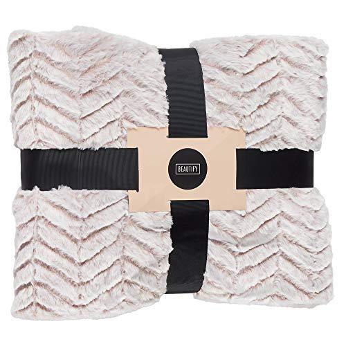 Beautify Kuscheldecke mit Fischgrätenmuster Pink – Luxuriös, weich, Kunstfell – Decke 160 x 130 cm – Stylisches Accessoire für Sofas, Schlafzimmer & Wohnzimmer