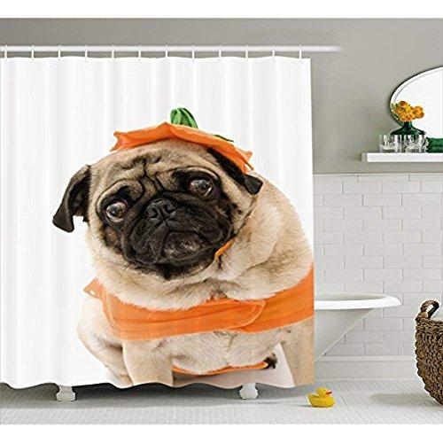 Yeuss Kürbis Duschvorhang, Mops mit Kürbis Kostüm für Halloween Süßes oder Saures Tier Foto,Stoff Badezimmer Dekor Set mit Haken,Elfenbein Orange Schwarz