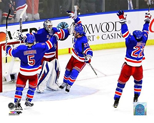 Henrik Lundqvist celebrates with teammates Dan Girardi Ryan McDonagh and Brian Boyle after defeating the Montreal Canadiens in Game Six to win the Eastern Conference Final of the 2014 NHL Stanley Cup Playoffs at Madison Square Garden on May 29 2014. Photo Print (27,94 x 35,56 cm)