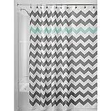 iDesign Chevron Duschvorhang Textil | pflegeleichter Duschvorhang aus Stoff mit verstärkten Löchern | Badewannenvorhang mit Zickzack-Muster | Polyester grau/türkis