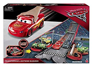 Disney Cars FCW04 Cars 3 Transforming Lightning McQueen Playset