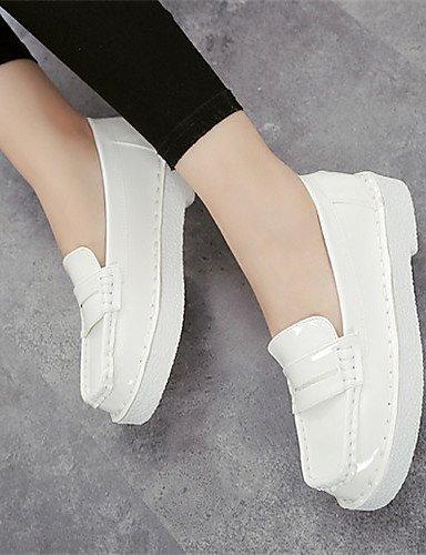 Chaussures En Faux Cuir Pour Femmes Shangyi Plat Mocassins À Bout Arrondi Casual Noir / Blanc Blanc