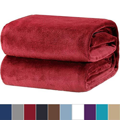 Bedsure Kuscheldecke Dunkelrot Flauschige kleine Decke, extra weich& warm Wohndecke in Wohnzimmer, 130x150 cm Flanell Fleecedecke, Falten beständig/Anti-verfärben als Sofadecke oder Bettüberwurf
