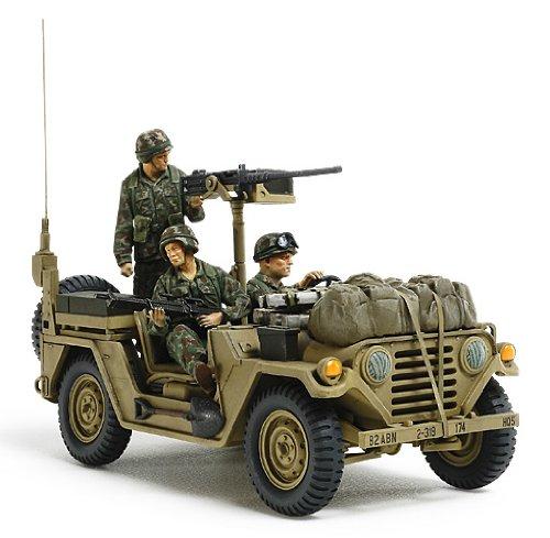 Modellino us utility truck m151a2 grenada 1983 scala 1:35