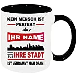 Personalisierte Tasse mit Name und Stadt Schwarz