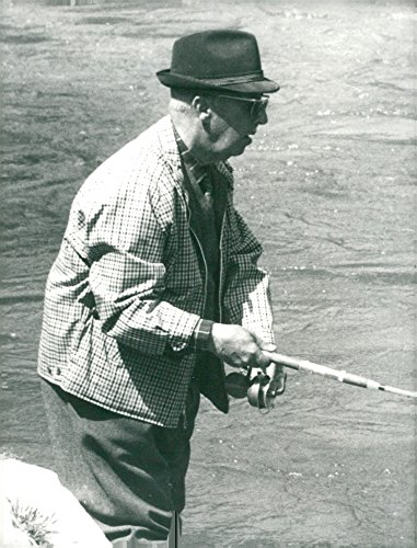 vintage-photo-of-the-spanish-general-francisco-franco-fishes-at-the-river-edge