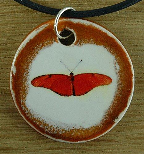 Echtes Kunsthandwerk: Schöner Keramik Anhänger mit einem Schmetterling; Insekten, Sommer, Wiese, orange, Mitbringsel, Geschenk