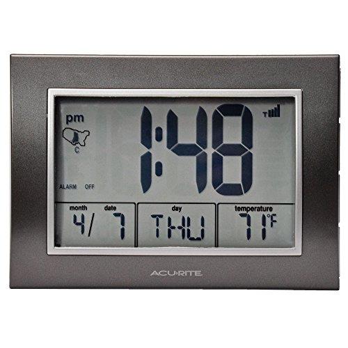 Chaney Instruments AcuRite 13131Atomic Wecker mit Datum, Tag der Woche und Temperatur -