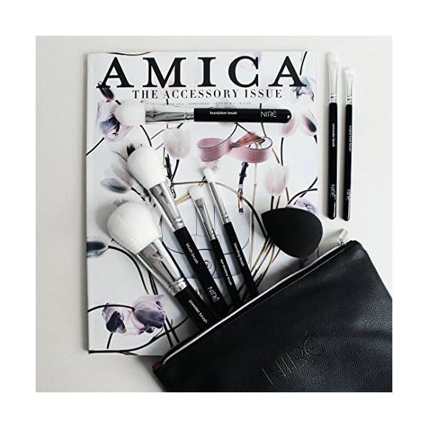 Ultra Soft Essential de Niré Beauty: brochas de maquillaje veganas con esponja de maquillaje y un estuche para las brochas