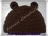 Bonnet à un crochet avec oreille d'un ours.