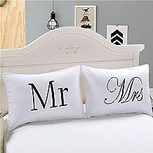 Pareja de fundas almohadas cojin blancas Mr & Mrs elegante diseño dormitorio, regalo recien casados, caravana hoteles casas rurales loft de 50 x 75 cm de OPEN BUY