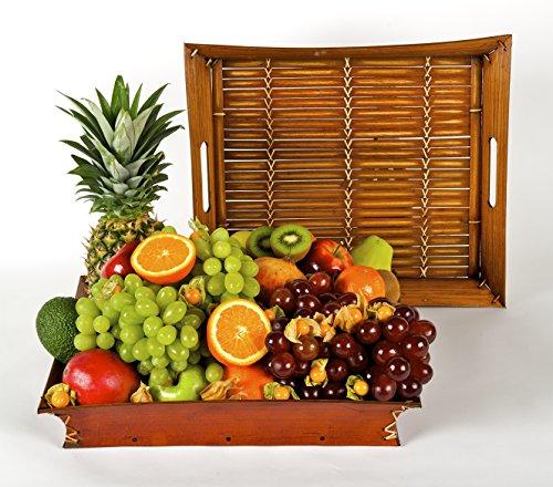 La Cesta de Frutas Atenea es una cesta de frutas compuesta por variedad tropical y mediterránea y compuesta por las siguientes frutas: piña, mango, papaya, aguacate, chirimoya, granada, manzana, pomelo, naranja, pera, mandarina, kiwi, plátano y uva. ...