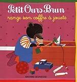 """Afficher """"Petit Ours brun Petit Ours Brun range son coffre à jouets"""""""