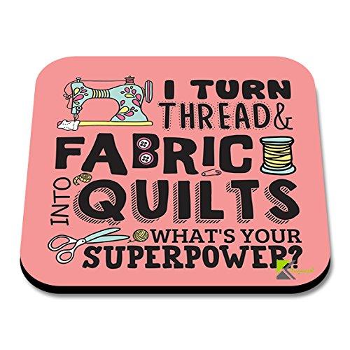 CS194I turn thread and fabric into quilts, what's your superpower? (dt. Ich verwandle Faden und Stoff in Quilts, was ist deine Superkraft?)Lustiges Kaffee-, Tee-, Getränk-Geschenk, glänzender Untersetzer aus Holz (MDF), englische Sprache