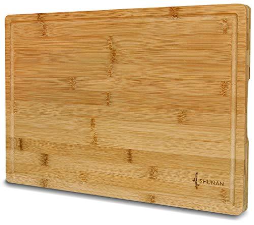 Shunan Schneidebrett Bambus I Großes Holz-Brett 45x30cm I Extra stabil mit 2,5cm Dicke I Premium Qualität I Küchenbrett mit Saftrille und Griffen I Antibakterielles Schneidbrett Bambus