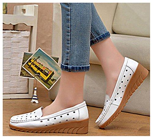NEWZCERS Frauen bequeme höhlen heraus schnitzenden beiläufigen ledernen antreibenden loafers Schuhe niedrige Keil Mokassin Schuhe aus Weiß