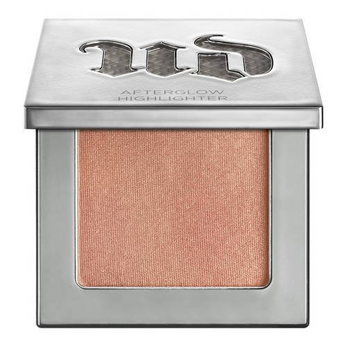 urban-decay-afterglow-makeup-highlighter-holding-8h-illuminator