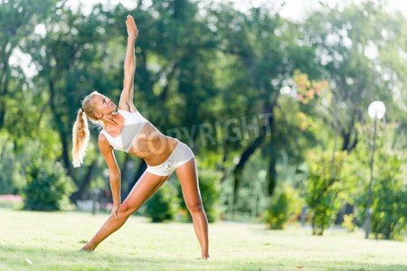"""Poster-Bild 140 x 90 cm: """"Young sport woman in white stretching in park"""", Bild auf Poster"""