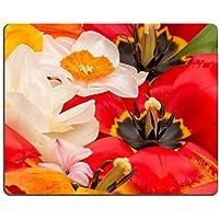 Luxlady Gaming Mouse ID: 41226454Bright Spring tulipani con centro nero e Stamens Pistils e bella narcisi gialli a vista di il bouquet - Bella Narciso