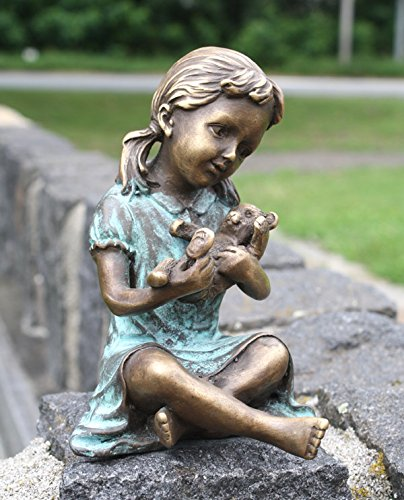 Bronze Kind mit Teddybär