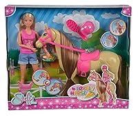 Steffi Love è una bravissima cavallerizza, e il suo cavallo è speciale come lei, il cavallo muove la testa e quando Steffi gli da la carota da mangiare lui la tiene (sistema magnetico), nella confezione inclusa la spazzola per strigliare la c...