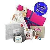 Geschenk werdende Oma * Geschenk für Oma* Oma werden Geschenk - Geschenkebox Oma mit Buch Oma für Einsteiger, Strickset (Wolle, Stricknadeln, Anleitung), Lätzchen, Schnuller und Oma Tasse inkl. GRATIS Glückwunschkarte DU BIST OMA! - Geschenk Oma Enkel von MyOma