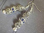 Orecchini Charms modello Thurcolas Manhattan con perline in metallo e cristalli blu.