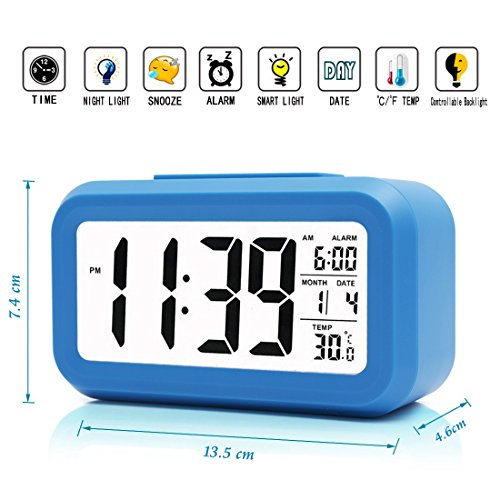 iprotect reloj de batería Powered, despertador digital con pantalla extra grande, repetición de alarma, fecha, temperatura y sensor de luz en azul