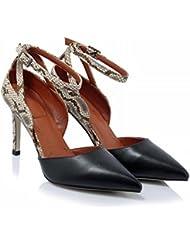 GBT Les Chaussures Pour Femmes Du Côté Avec Les Talons Des Sandales Féminines Ont Pointé Le Côté Brillant Des Femmes Du Creux