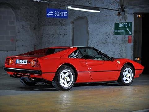 Classic und Muscle Car-Anzeigen und Auto Art Ferrari 308GTSi (1980) Auto Art Poster Kunstdruck auf 10mil Archivierung Satin Papier rot Rückseite Statische View, Papier, Red Rear Side Static View, 17
