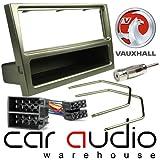 T1 Audio T1-24VX, 03 - Opel Corsa ab 2000 komplett Car PACK Stereo Freisprecheinrichtung Schacht. Schwarze Blende SingleDIN, Entriegelungsschlüssel, ISO Kabelbaum Übergangsnippel & Antenne (Gardinenschal metallgrauem Finish)