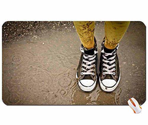 Menschen Beine Regen Schuhe Converse Mud Big Mauspad Maße: 60x 35x 0,2cm -