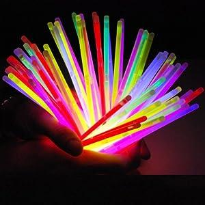 Lot de 100 bâtons lumineux fluorescent snaplight lightstick party - 5 couleurs différentes avec connecteur
