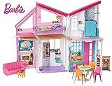 Barbie - Casa Malibu de muñecas de dos pisos plegable con muebles y...