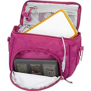 Orzly Umhängetasche in hoher Qualität für Nintendo DS (geeignet für alle DS-Versionen mit klappbarem Display:DS / DS Lite / 3DS / 3DS XL / New 3DS / New 3DS XL / 2DS XL)–Tasche mit Tragegriff – verstellbarer Schultergurt – Befestigung für Gürtel–rosa