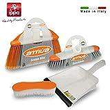 set pulizia pavimenti: scopa con paracolpi, frattazzo con paracolpi, paletta e spazzola bucato. immagine