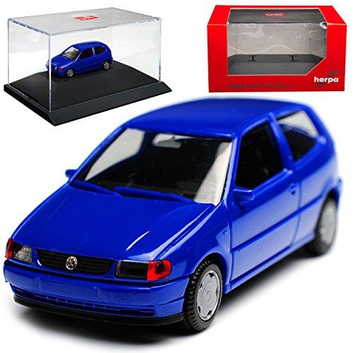 Volkwagen Polo 6N III 2 Türer Blau 1994-2001 mit Sockel und Vitrine H0 1/87 Herpa Modell Auto mit individiuellem Wunschkennzeichen (Für Vitrine Modell Autos)