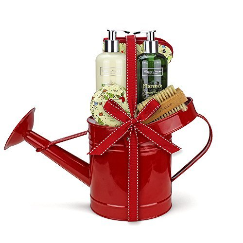 winter-in-venice-florence-watering-can-luxurious-toiletries-infused-with-natural-fruit-and-plant-ext