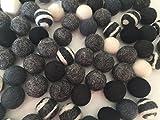100 Filzkugeln schwarz, weiß, Grautöne in 2,2 cm aus 100% Filzwolle zum Basteln von Filzkugelteppichen, Mobiles, zur Dekoration. Filzperlen auch zum Untersetzer selber machen
