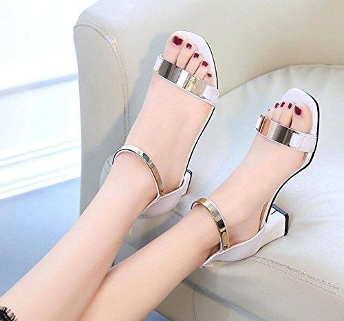 Di spessore con fibbia in pelle sandali aperti donne in semplicità elegante con i sandali delle donne White
