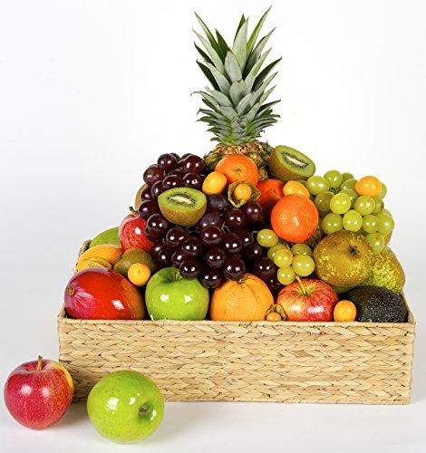 La Cesta de Frutas TERRANOVA es una cesta con una gran selección de frutas de tipo mediterráneo y tropical de alta calidad, entre las que se incluyen las siguientes frutas: piña, mango, coco, aguacate, manzana, naranja, pomelo, plátano, pera, ciruela...