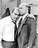 Edward Asner de Lou Grant et Gavin MacLeod de Murray in Mary Tyler Moore 25x20cm Photographie en noir et blanc
